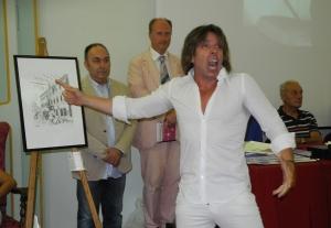 In primo piano, in bianco, Stefano de Majo. Dietro, in giacca, il Maestro Massimo Zavoli e di fianco, in abito e cravatta, il Presidente di Spoleto Festival Art, Luca Filipponi.